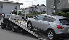 鈑金・修理の際の代車は無料。また、積載車でのお車のお引き取りにも対応致します。